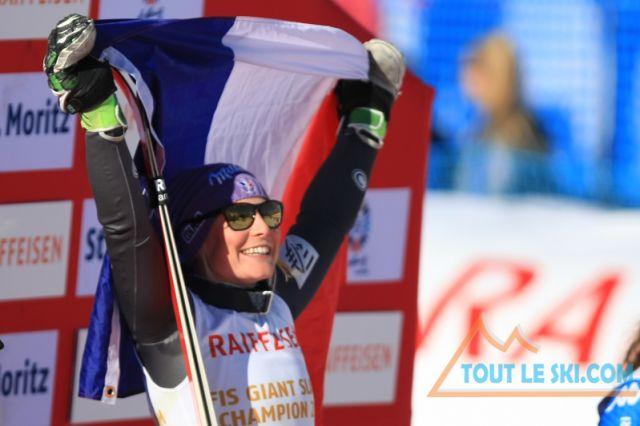 Tessa Worley avec les futurs champions du ski français à l'occasion du Ski Open Coq d'Or