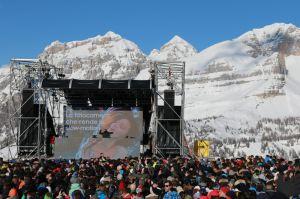 Bob Sinclar avec ses platines à 2000 m d'altitude au milieu des Dolomites